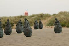 Un groupe de femmes en bronze de pêcheur photographie stock libre de droits