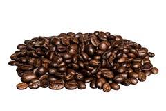 Un groupe de grains de café parfumés d'isolement photo stock