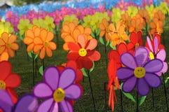 Un groupe de moulin à vent de fleur de jouets Images stock