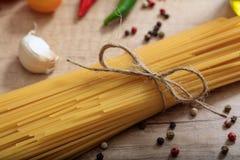 Un groupe de pâtes crues de spagetti Photos libres de droits