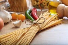Un groupe de pâtes crues de spaghetti Photo libre de droits