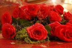 Un groupe de roses rouges Image stock
