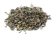 Un groupe de thé non pressé vert sec avec des saveurs Photographie stock libre de droits