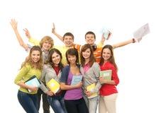 Un grupo de adolescentes jovenes que sostienen los cuadernos Foto de archivo libre de regalías