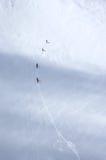 Esquiadores en el glaciar en las montañas Imágenes de archivo libres de regalías