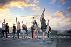 Un grupo de gente joven entrenada Fotografía de archivo