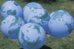 Un grupo de globos diseñó parecer los globos Fotos de archivo