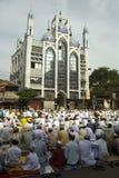 Un grupo de hombre musulmán en el rezo de Eid en Kolkata Foto de archivo