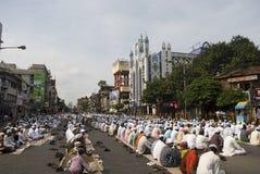 Un grupo de hombre musulmán en el rezo de Eid en Kolkata Fotos de archivo