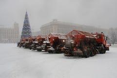 Un grupo de máquinas de la nieve en el cuadrado Foto de archivo libre de regalías