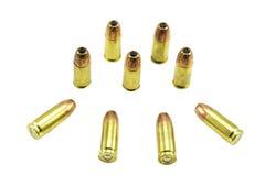 Un grupo de 9m m balas aisladas en un fondo blanco Fotografía de archivo libre de regalías