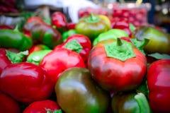un grupo de pequeñas pimientas italianas frescas Fotos de archivo libres de regalías