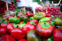 un grupo de pequeñas pimientas italianas frescas Imagenes de archivo