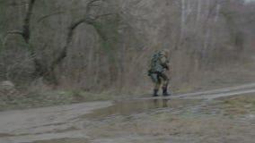 Un grupo de saboteadores del explorador realiza la tarea almacen de video