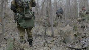 Un grupo de saboteadores del explorador realiza la tarea metrajes
