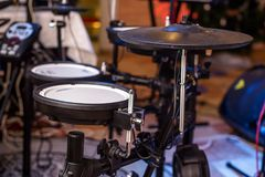 Un grupo de tambores electrónicos imagenes de archivo