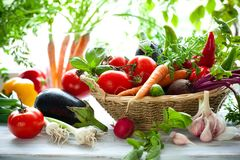 Un grupo de verduras frescas asperjadas imagen de archivo libre de regalías
