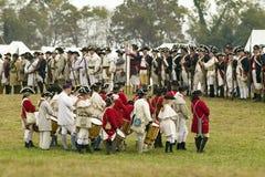 Un grupo del fife y del tambor de músicos espera el principio del 225o aniversario de la victoria en Yorktown, una reconstrucción Imagen de archivo libre de regalías