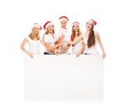 Un gruppo di adolescenti felici ed emozionali in cappelli di Natale Immagine Stock Libera da Diritti