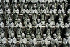Un gruppo di Buddhas fotografia stock