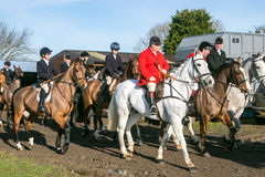 Un gruppo di cavalieri inglesi pronti per caccia di resistenza Fotografie Stock