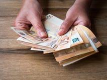Un gruppo di cinquanta banconote degli euro Fotografie Stock Libere da Diritti