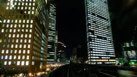 Un gruppo di grattacieli moderni nella città di Toyko nel Giappone alla notte fotografie stock libere da diritti