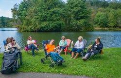 Un gruppo di ospiti di handicap che godono della seconda musica annuale e di Art Festival fotografia stock libera da diritti