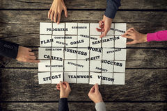 Un gruppo di sei persone di affari che creano strategia aziendale Fotografia Stock Libera da Diritti