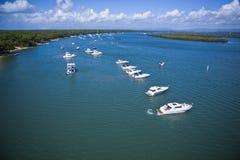 Un gruppo di yacht ha allineato nel mare Immagini Stock Libere da Diritti