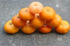 Un gruppo rotondo arancio della piramide con grande gusto immagine stock