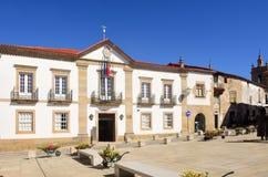 Un hôtel de ville de Miranda font Douro, Portugal photographie stock libre de droits
