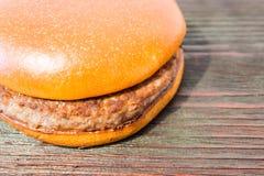 Un hamburger juteux images stock