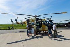 Un helicóptero bimotor con un rotor principal solo, de cuatro palas Eurocopter UH-72 Lakota Foto de archivo