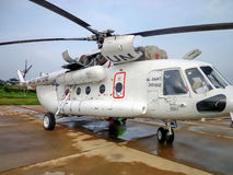 UN helicopter. Mi-8AMT UN maintenance in Africa Stock Photography