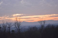 Un hermoso de la puesta del sol en tiempo de la tarde Imagen de archivo