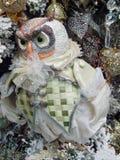 Un hibou de jouet Noël joue le fond Photographie stock libre de droits