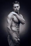 Un hombre adulto joven, caucásico, modelo de la aptitud, cuerpo muscular, sh Fotografía de archivo libre de regalías