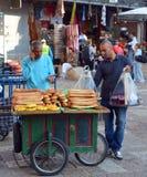 Un hombre con pan Imagen de archivo libre de regalías