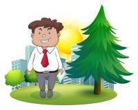 Un hombre de negocios gordo que se coloca al lado del árbol de pino Imagenes de archivo