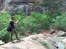 Un hombre en la naturaleza salvaje Fotografía de archivo libre de regalías