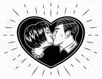Un hombre está besando a una mujer en un marco en la forma de un corazón Fotografía de archivo