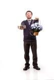 Un hombre hermoso en un traje y vidrios, con los dulces y las flores; W Imagen de archivo