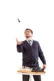 Un hombre hermoso en un traje y vidrios, con un tubo para fumar Fotos de archivo