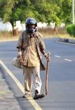 Un hombre indio sin hogar insano Foto de archivo