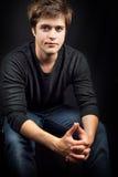 Un hombre masculino joven hermoso atractivo Foto de archivo libre de regalías