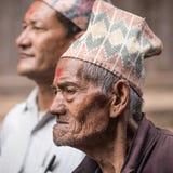 Un hombre mayor que participa en una procesión ceremonial Foto de archivo libre de regalías