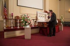Un hombre que está de luto Imagen de archivo libre de regalías