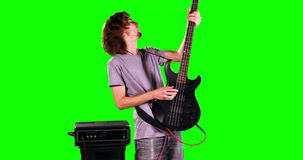 Un hombre que juega los tambores metrajes