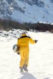 Un hombre que monta una snowboard Fotos de archivo libres de regalías